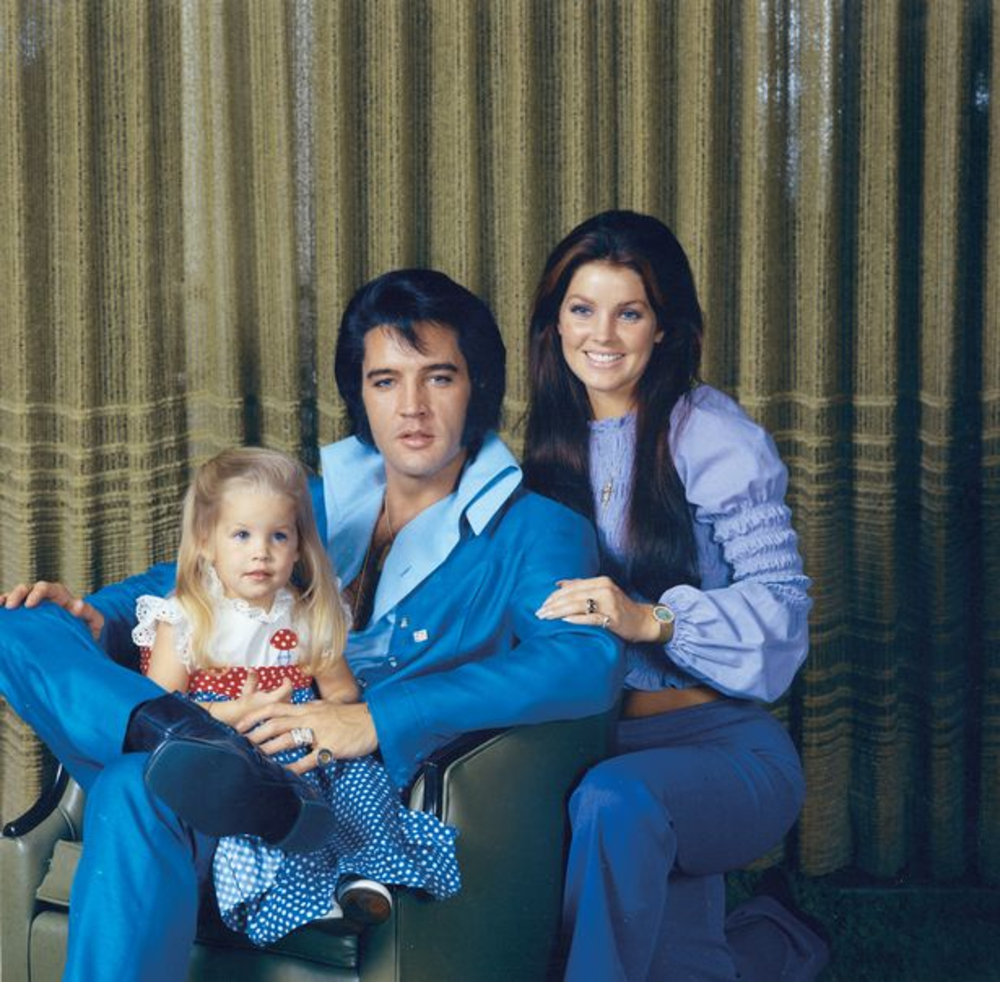 Чудесные снимки Элвиса Пресли с женой Присциллой и их дочерью в 1970 году