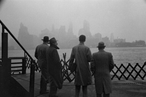 Винтажные снимки иммигрантов на острове Эллис, 1950 год