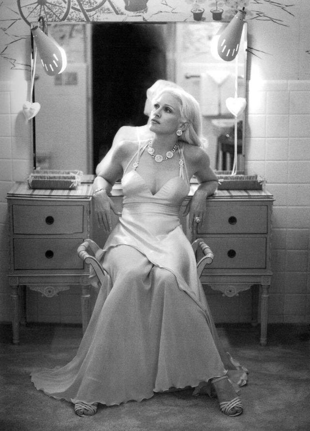 Мадонна, снятая Стивеном Мейзелем в 1995 году