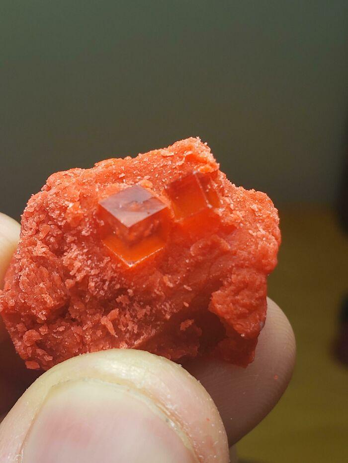 Кубические кристаллы в старом пластилине