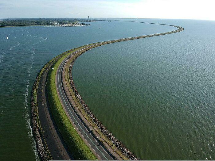 30-километровая плотина Хаутрибдейк, Нидерланды