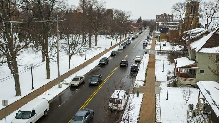 В городе Холланд (штат Мичиган, США) проезжая часть и тротуары в центре имеют систему обогрева