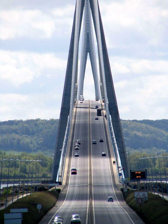 Вантовый дорожный мостПон-де-Нормандия, Франция