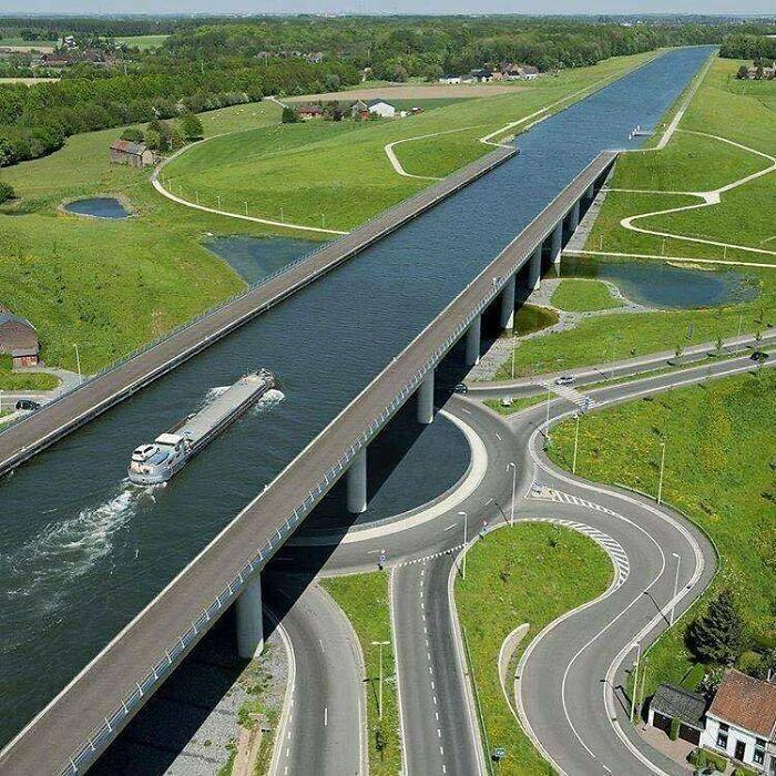 Мост через канал Сарт, Бельгия