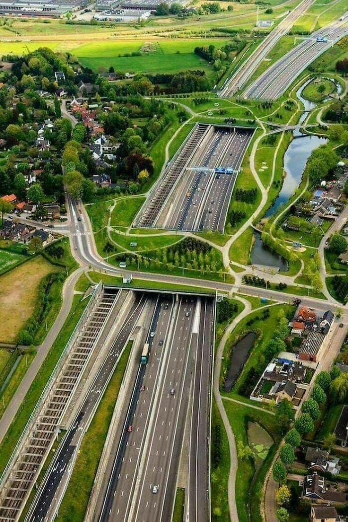 Экодуки, железная дорога, шоссе, дороги, пешеходные дорожки. Бреда, Нидерланды