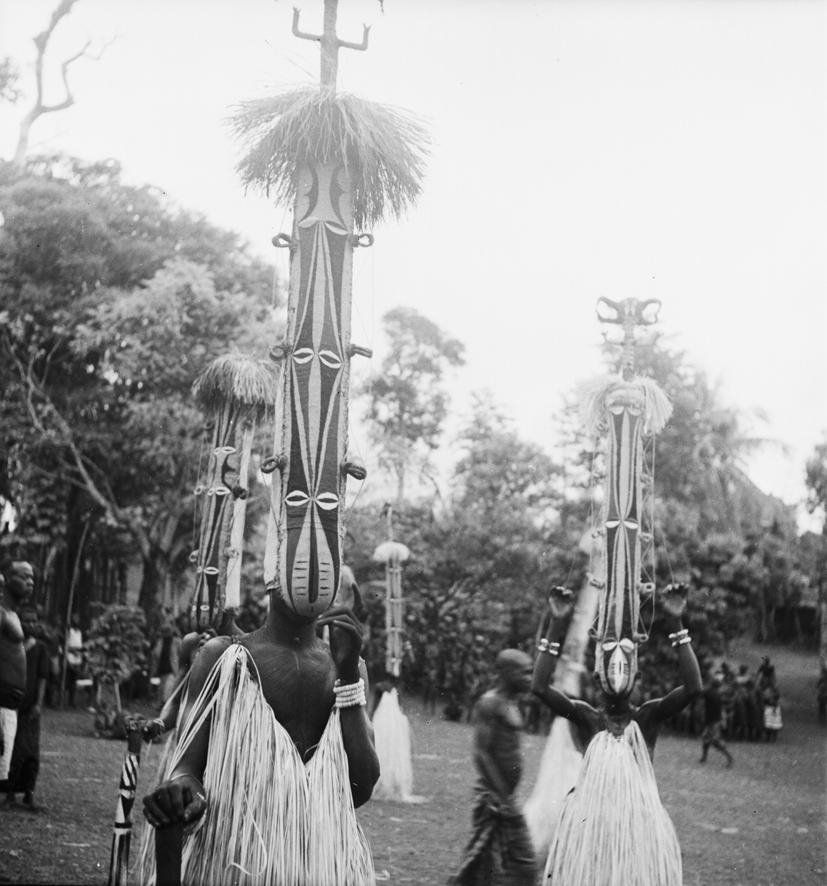 Маскарадные танцоры Нигерии