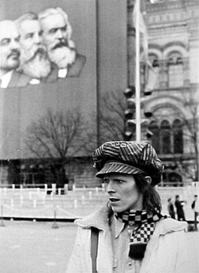 Дэвид Боуи, путешествующий по Транссибирской магистрали из Владивостока в Москву в апреле 1973 года