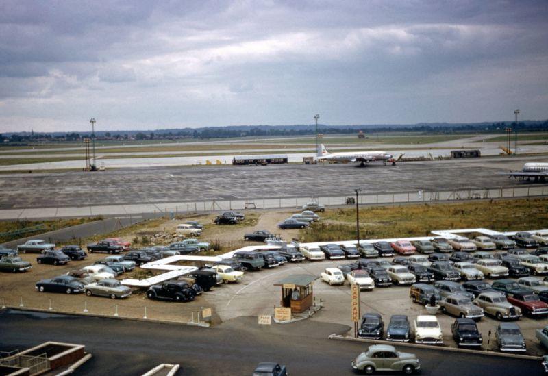Парковка в аэропорту Лондона (Хитроу)