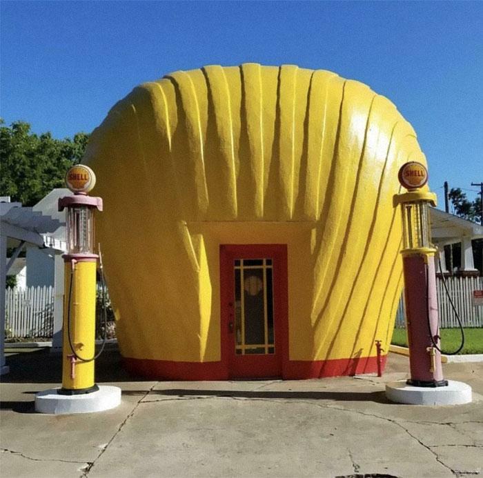 Оригинальная заправочная станция Shell 1930-х годов