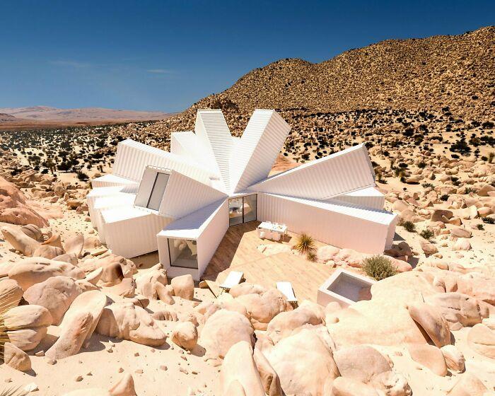 Контейнерный дом в пустыне