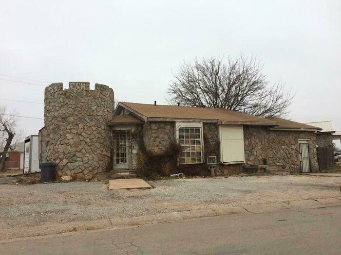 Дом в виде замка в Альтусе, штат Оклахома, США