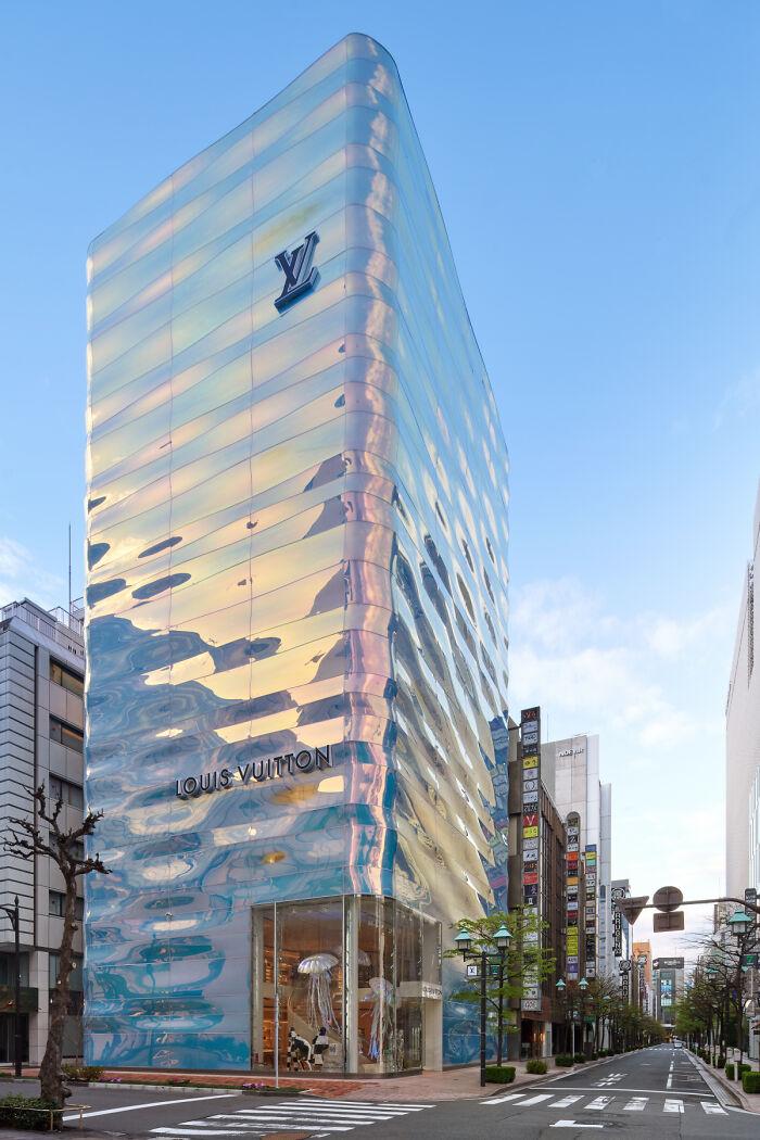 Магазин Louis Vuitton в Токио
