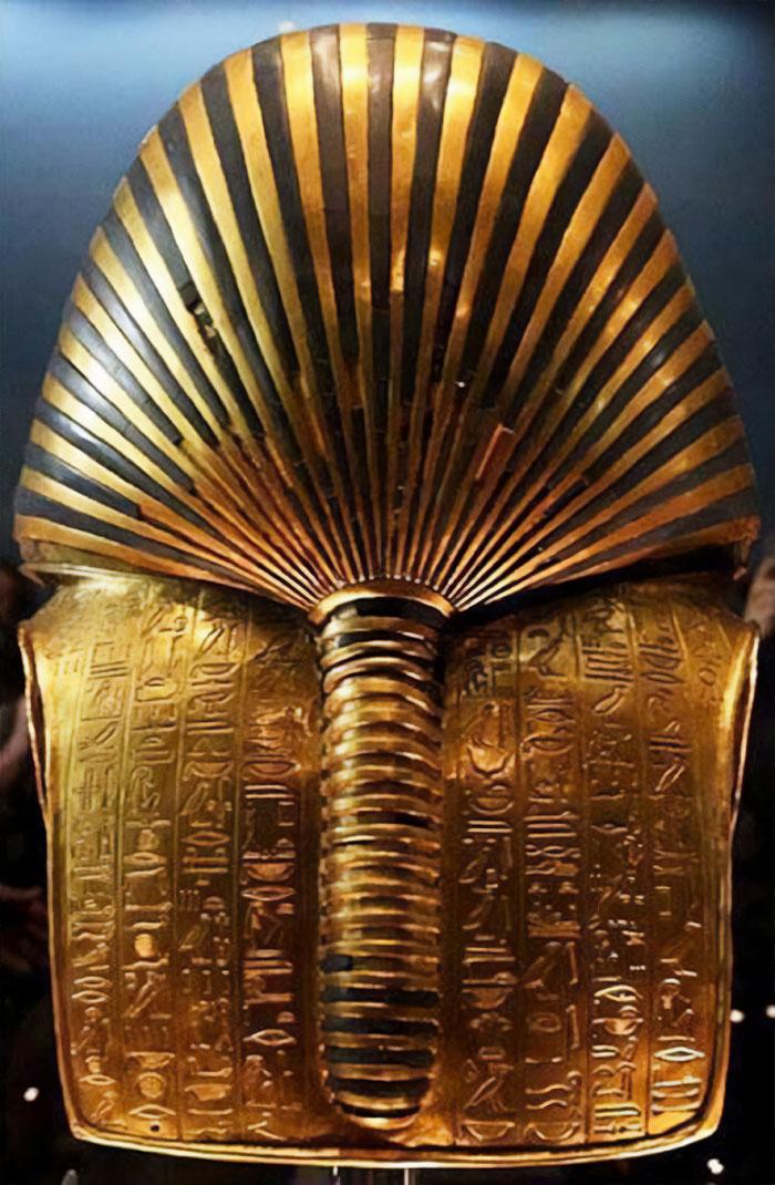 Оборотная сторона маски Тутанхамона