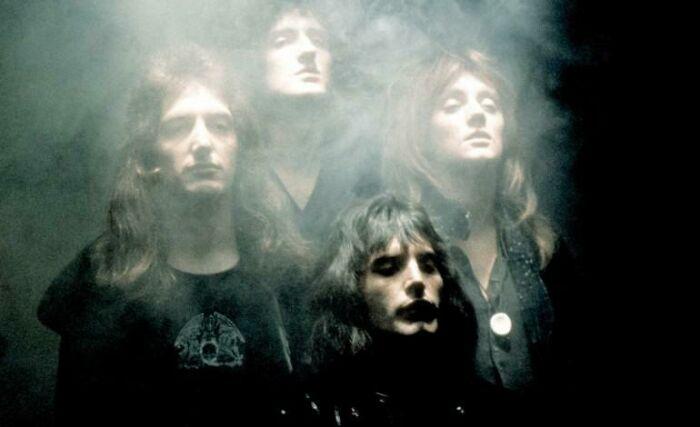 Queen снимают культовое музыкальное видео богемской рапсодии в 1975 году