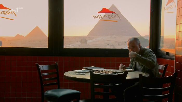 Другой вид на пирамиды
