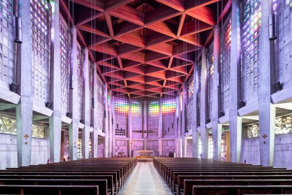 Величественная архитектура современных церквей Европы