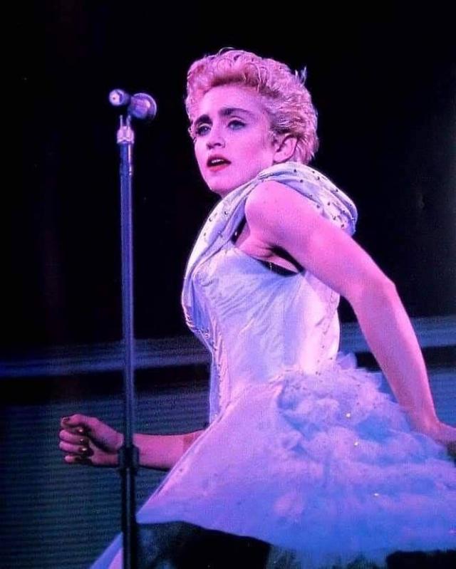 Яркие фотографии Мадонны на сцене в 1980-х годах