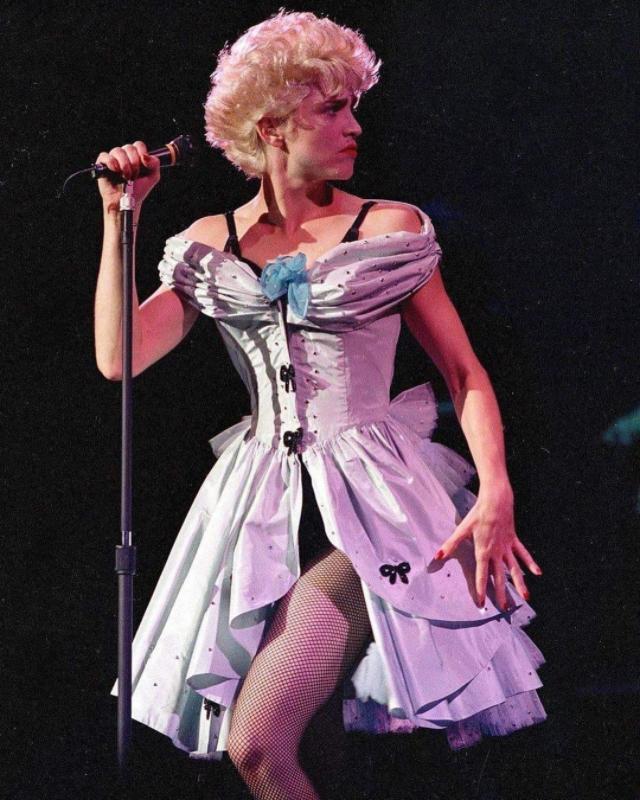 Мадонна на сцене в 1980-х годах