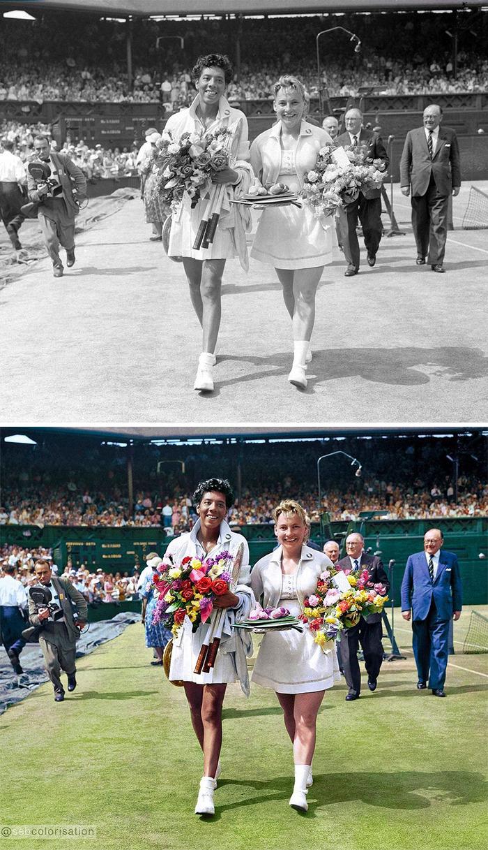 Победительница Уимблдонского чемпионата Алтея Гибсон со своей соотечественницей Дарлин Хард, 1957 год