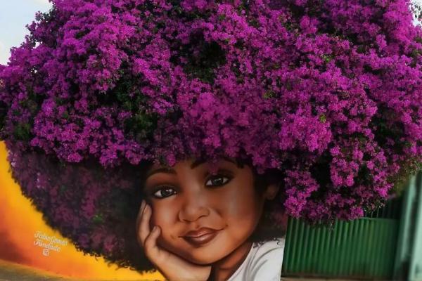 Художник из Бразилии использует деревья в качестве «волос» для своих женских портретов