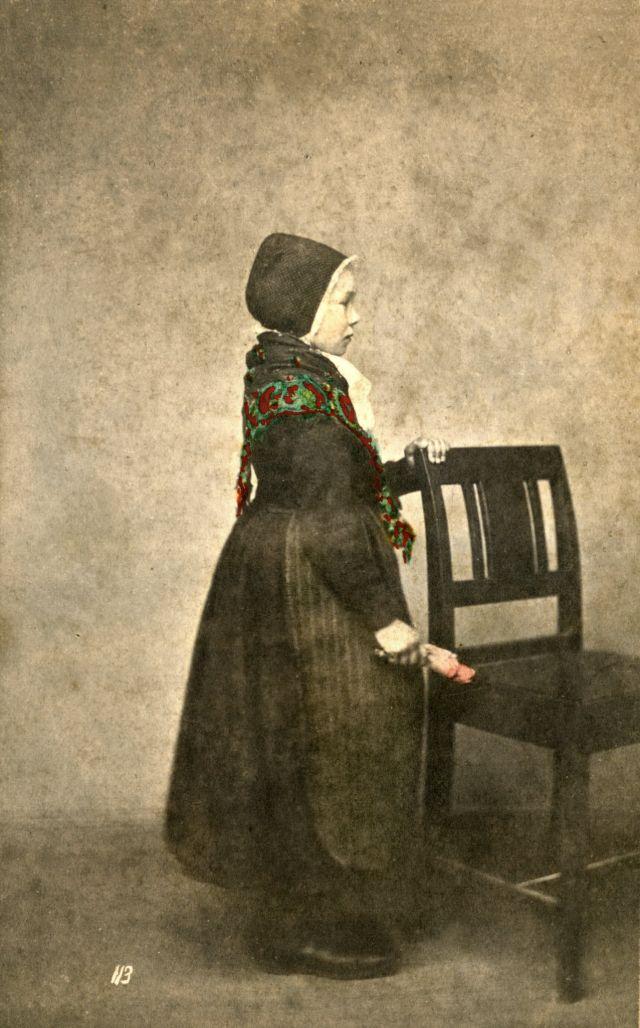 Норвежский костюм. Девочка из Йёльстера, около 1870-х годов