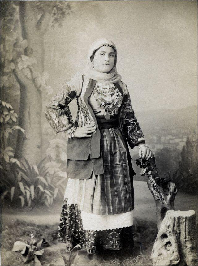 Балканская женщина, около 1890-х годов