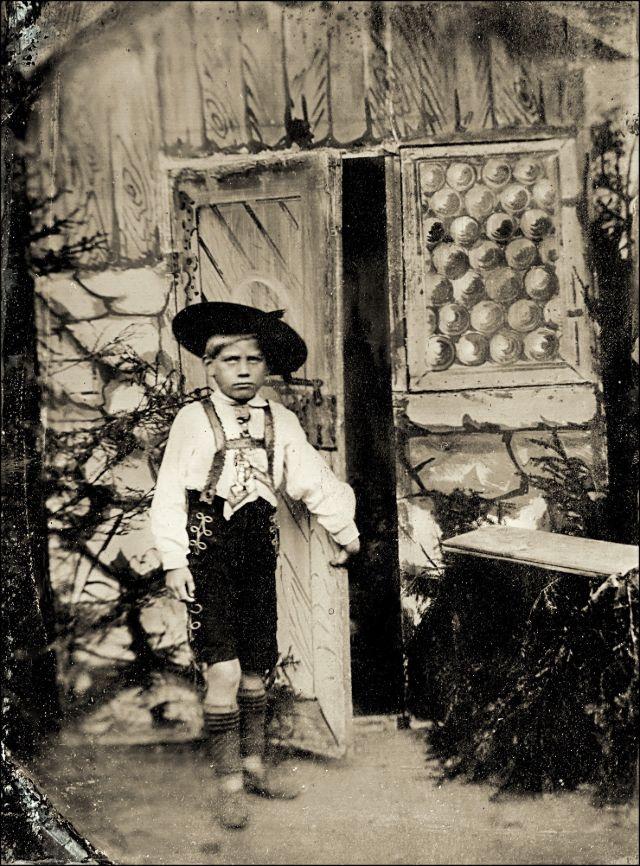 Баварский мальчик, около 1890-х годов
